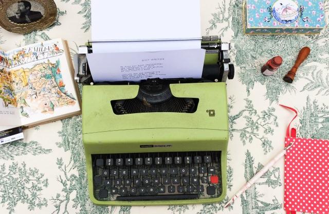 Macchina da scrivere Olivetti typewriting machine à ecrire, vintage, lettera 32